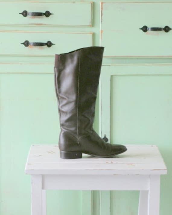 Vintage MOD GIRL Boots..size 6.5 womens...designer