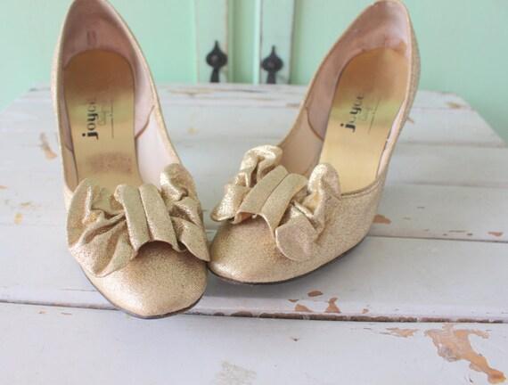 1960s Vintage Golden Heels.. size 6 womens...fancy