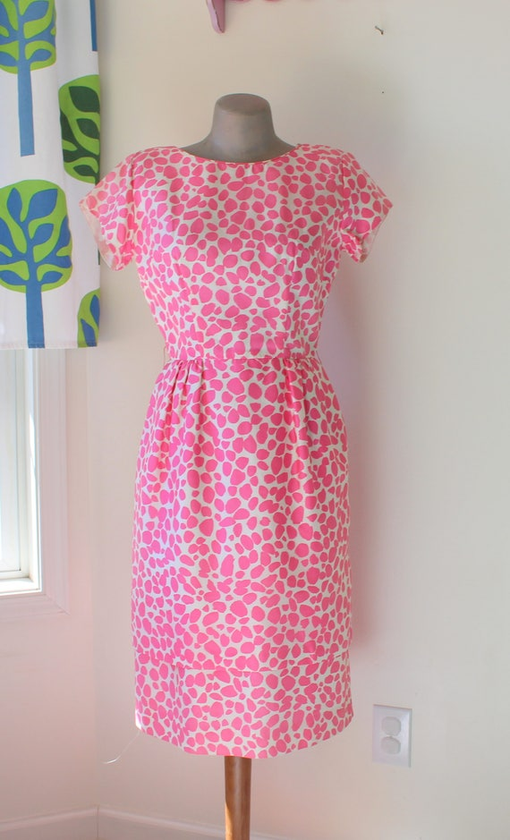 1960s PINK DOTS Dress....size medium to large wome