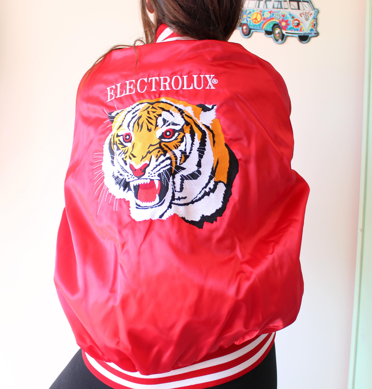 années veste... 1980 tigre rouge Mesh veste... années coloré. lumineux. rétro. unisexe. arc en ciel. des années 1980. des années 1990. plaisir de rad.. Mens. femmes. imperméable. hipster. urbain f90f54
