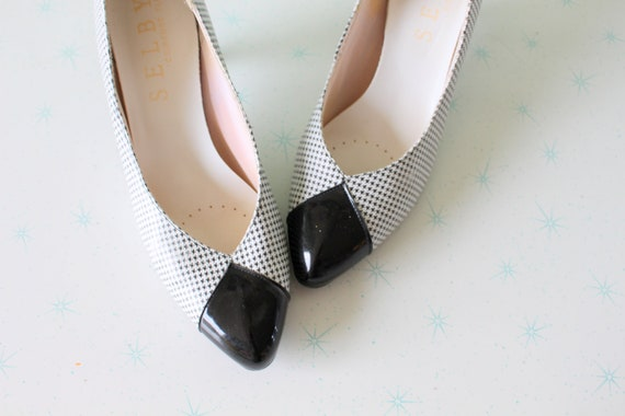 be90d1709b71 1960s BLACK and WHITE Designer Two Toned Classic Heels....size
