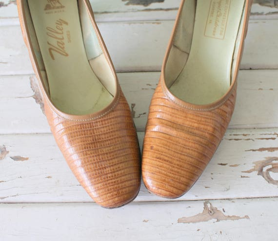 1960s Vintage MOD GIRL Valley Leather Pumps..size