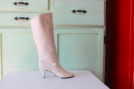 9 WEST 1980s WHITE LEATHER Witch Boots..size 5.5.
