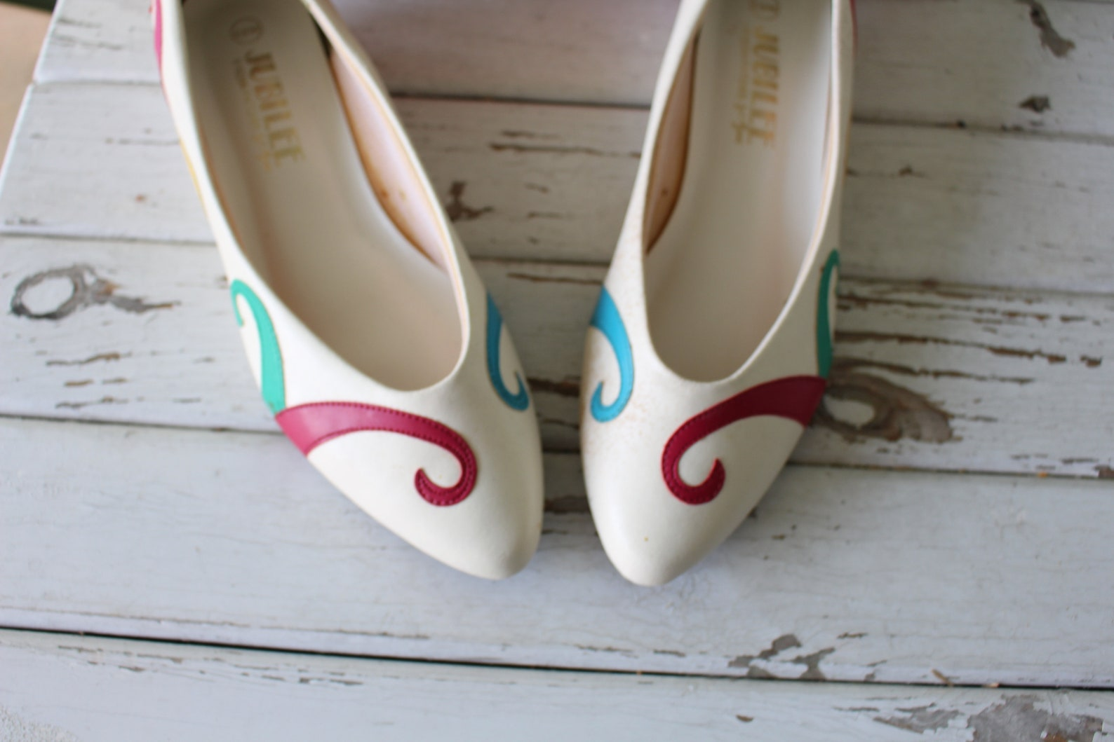vintage rainbow flats...size 6.5 womens....ballet shoes. 80s flats. retro. jubilee urban. boho. hipster. fancy. pretty. mod. par