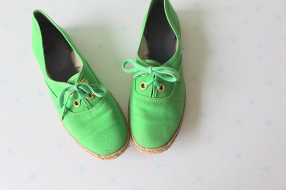 1980s Bright GREEN Lace Up Flats..size 7.5 womens.