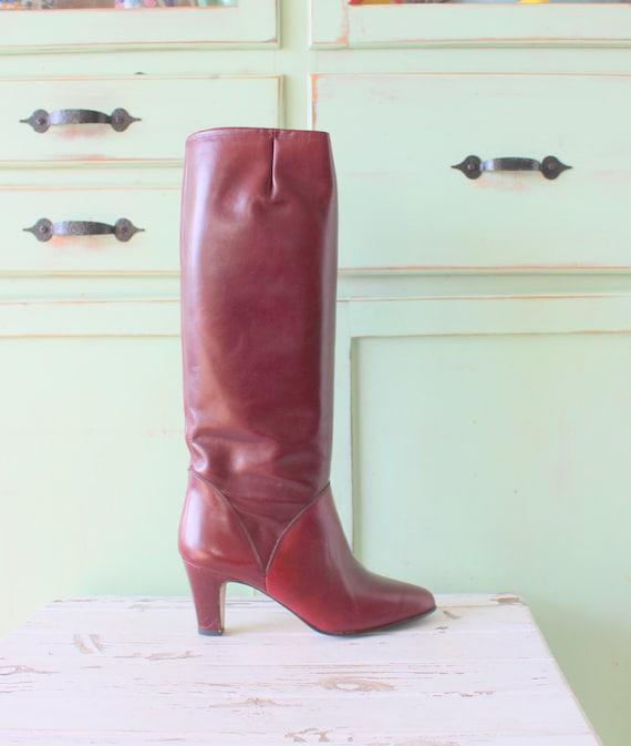Vintage MOD GIRL Designer Boots...size 6 womens...