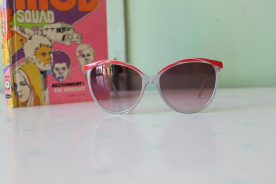 Vintage Made in Taiwan ROC Red Sunglasses...NOS. … - image 2