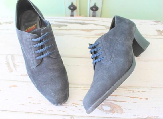 BOTTES en daim des années 1980... bottes en cuir. bottes bottes bottes mi-mollet. urbain. hipster. Boho. bottes noires. rétro. Designer. indie. jeune fille mod. aztèque. e8e9aa