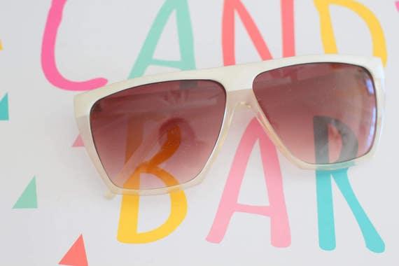 5f1581120326c 1970s TWIGGY Oversized Sunglasses...cat eyed. jackie o. big
