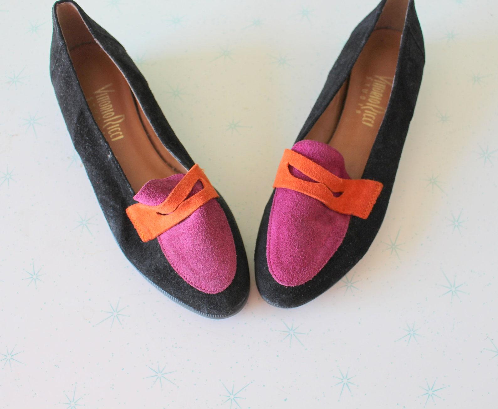 vintage designer suede flats....size 7 womens...shoes. retro. mod. designer. suede. black. ballet flats. 1980s flats. oxfords. p