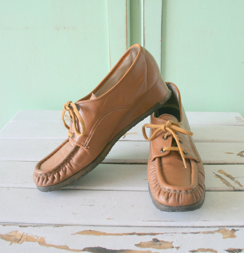 f18b3cc94bbe3 1970s Vintage BROWN LEATHER Oxfords Loafers....size 6 6.5 womens..leather.  urban. hippie. boho. mary tyler moore. retro. granny. wedges. mod