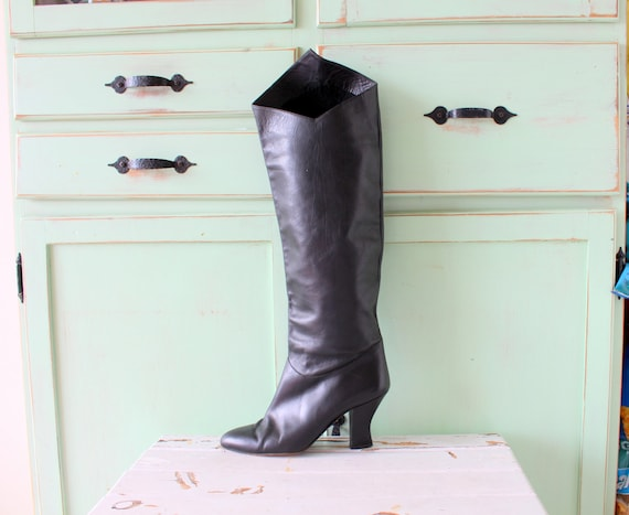 1980s Vintage BLACK LEATHER Mod Girl Boots...size