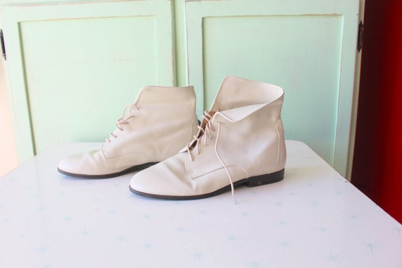 1980s CREAMY WHITE LEATHER Cuffed Ankle Boots...si