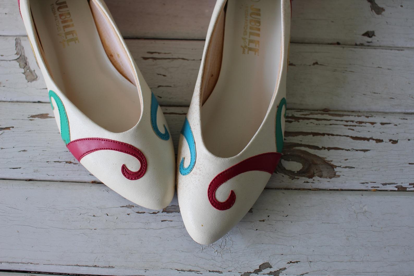 vintage rainbow flats...size 6.5 womens....ballet shoes. 80s flats. retro. jubilee urban. boho. hipster. fancy. pretty. mod. par