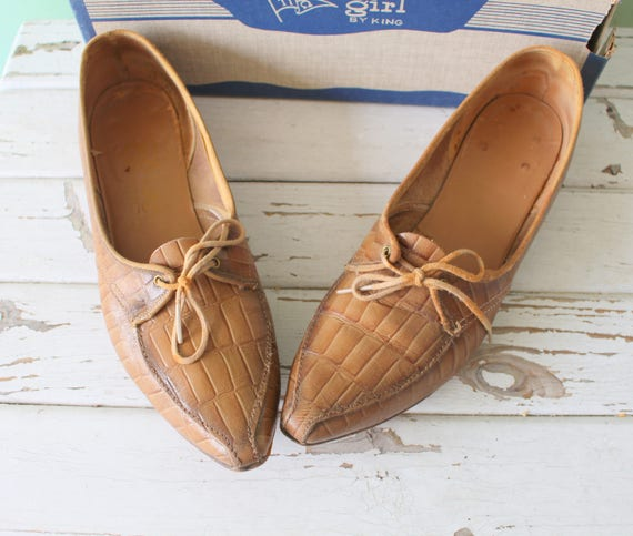 1970s Tan LEATHER Indie Oxfords....size 6 womens..