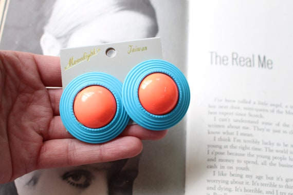 electric blue rad killer 80s 1980s glam sexy 1980s BLUE Round Earrings...costume rocker pretty punk indie round hipster