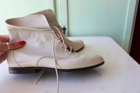 1980s CREAMY WHITE LEATHER Cuffed Ankle Boots...s… - image 5