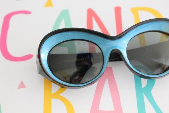 big lens disco 1970s DESIGNER Blue Sunglasses..twiggy jackie o deadstock woodstock made in taiwan funky hippie rare ladies mod