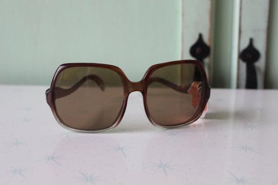 1970s MOD GIRL Sunglasses..twiggy. womens eyewear… - image 5