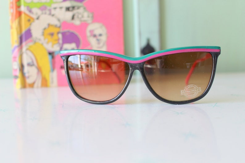 Vintage Cateye Mod Taiwan ROC 1970s 1980s Sunglasses...retro. colorful shades. urban. hipster. gold. shades. indie. chic. boho. deadstock