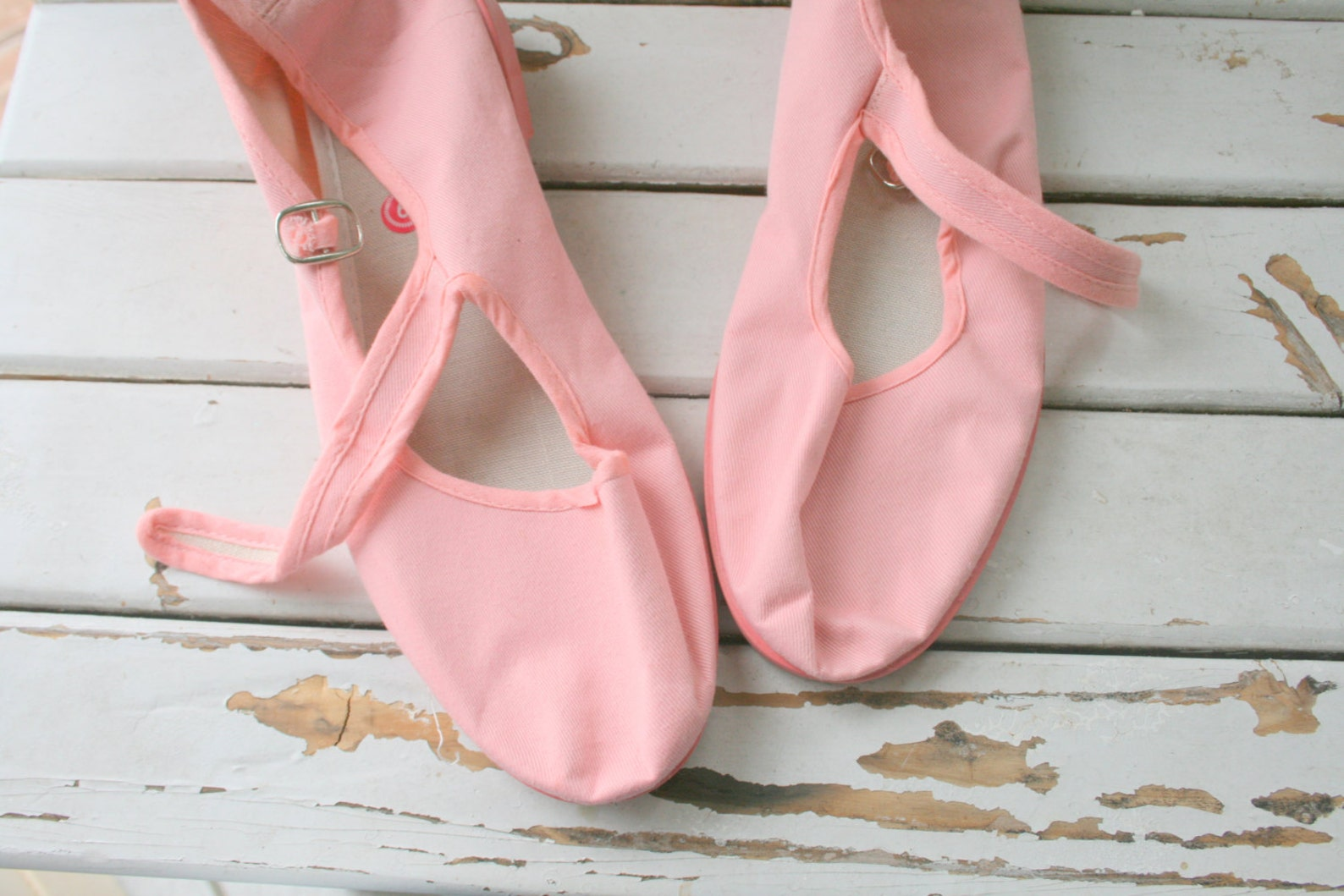 1990s pink ballet flats..size 9 womens...retro. wedges. boho wedding. flats. fabric shoes. indie. twiggy. bride. urban. canvas f