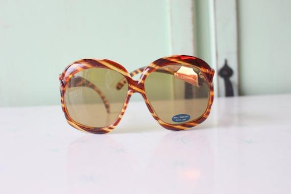 1970s MOD GIRL Sunglasses..twiggy. womens eyewear… - image 1