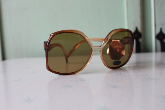 1970s MOD GIRL Sunglasses..twiggy. womens eyewear… - image 3