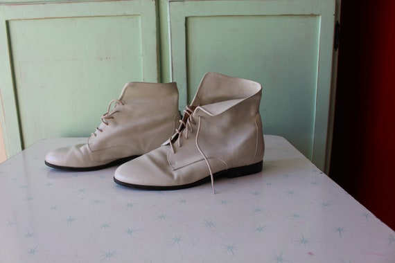 1980s CREAMY WHITE LEATHER Cuffed Ankle Boots...s… - image 3