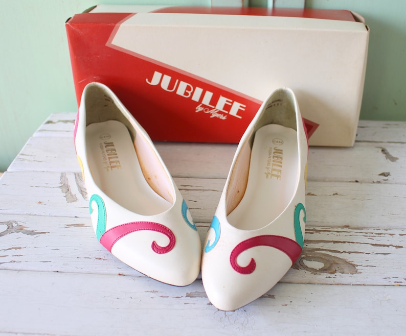 7a50895ff22bb Vintage RAINBOW Flats...size 6.5 womens....ballet shoes. 80s flats. retro.  jubilee urban. boho. hipster. fancy. pretty. mod. party. glam