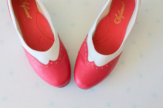 1960s RED and WHITE Two Toned Classic Heels....siz