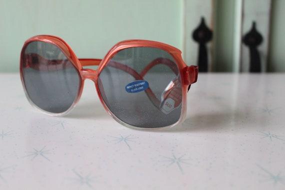 1970s MOD GIRL Sunglasses..twiggy. womens eyewear… - image 4