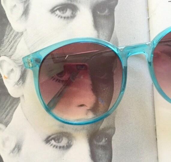e56a0fae4ad Vintage TWIGGY Oversized Sunglasses...jackie o. big lens.