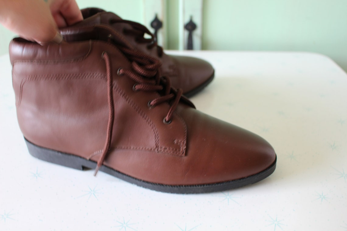 1980s Vintage INDIE Mod Designer Boots..size 8 womens..brown leather. designer vintage. leather boots. ankle boots. mod. brown boots. danexx