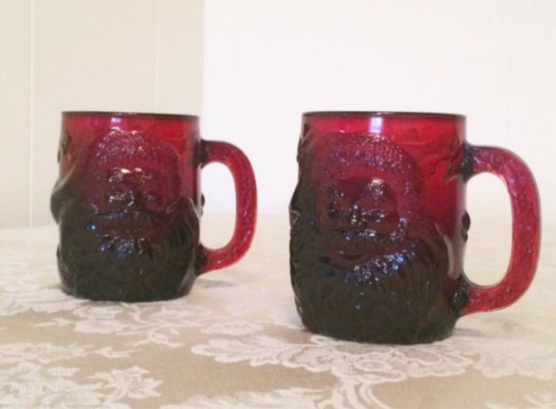 Holly Backings Santa Fun Elegant Decor Elegant Ruby Red Ruby Glass Santa Christmas Mugs Vintage Glass with Laced Edges And Beautiful Design