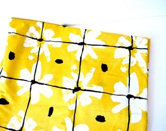 Vintage Full Flat sheet, Vera flat sheet, yellow black sheet, flower sheet, 70s bedding, spring sheet, 70s yellow sheet, flat Vera sheet