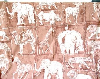 Vintage Full Flat sheet, elephant sheet, African animal sheet, safari sheet, 80s bedding, zoo animal sheet, African safari sheet, giraffe