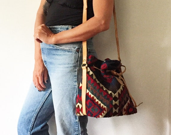 Vintage Turkish Kilim Bag , Kilim Bucket Bag , Ethnic Caret Bag , Carpet Bag