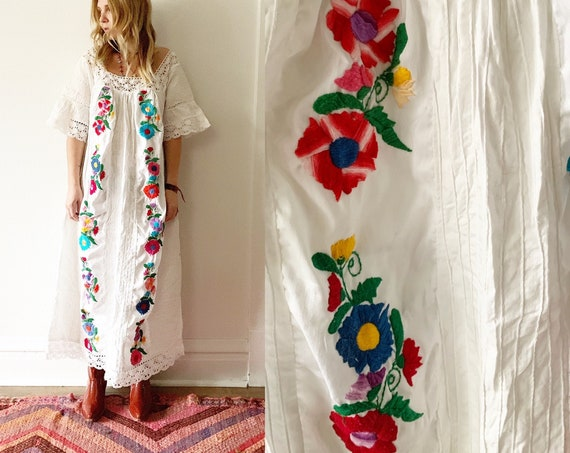 Vintage Embroidered Mexican Kaftan , Mexican Maxi Dress , Embroidered White Dress