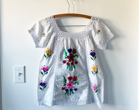 Vintage Hand Embroidered Mexican Blouse , Mexican Tunic Top , Ethnic Blouse , Oaxacan Top