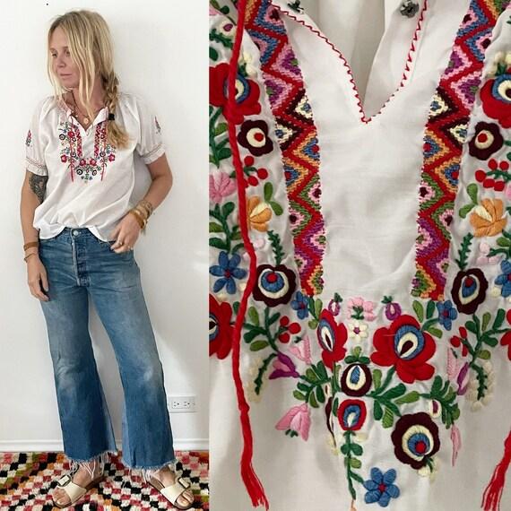 Vintage Hungarian Embroidered Folk Blouse , Fok Peasant Top , BOHO Blouse