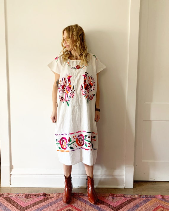 Vintage Hand Embroidered Mexican Tunic Dress , Bird Print Dress, White Mexican Kaftan