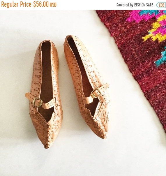 SALE 20% OFF Vintage Tooled Leather Flats, Polish Highlander Shoes , Natural Leather Flats , Tooled Leather Shoes sz 37