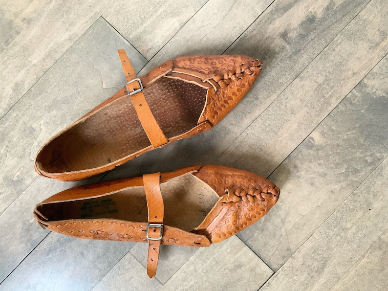 102373947a6eb Vintage Tooled Leather Flats, Polish Highlander Shoes , Natural Leather  Flats , Tooled Leather Shoes sz 38