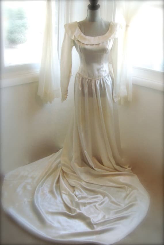 Wedding Dress, Stunning 1930's Ivory Liquid Satin
