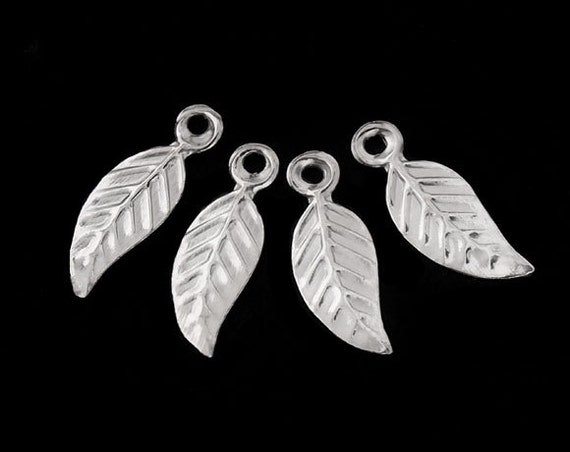 30 de 925 Sterling Silver Leaf charmes 4.5x10 mm.: th0528