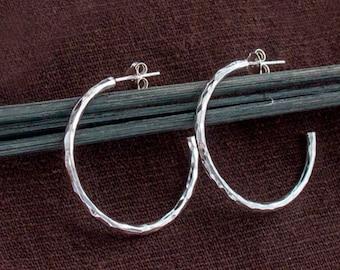 1 pair of 925 Sterling Silver Hammered Hoop Earrings 2x30 mm.  :er1072