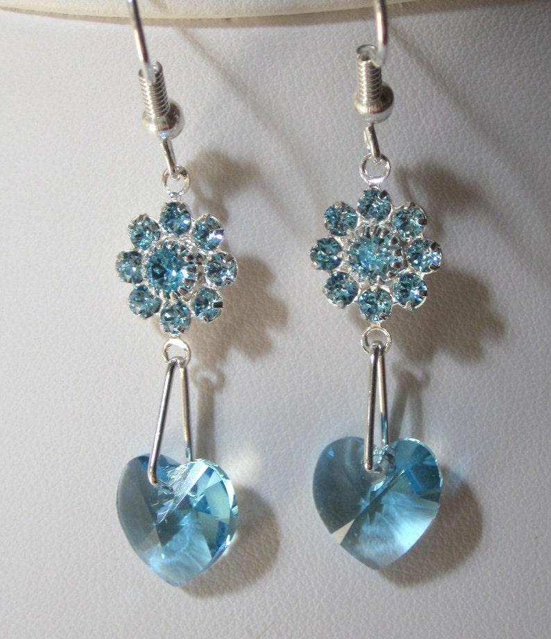 cf5ac7e09129 Flores de cristal Swarovski color aguamarina y los pendientes
