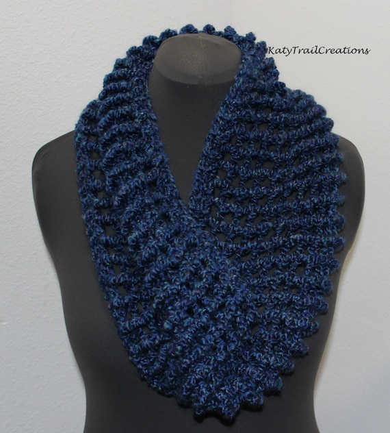 6900b6251cc310 Super Soft Chunky Hand Crocheted Infinity Scarf Cowl Hand Made