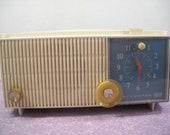 Vintage RCA Victor Tube Clock Radio Model RFD15V
