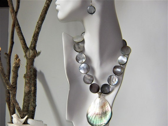 NECKLACE SETMother of Pearlmatching earrings